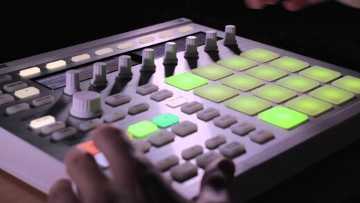 How to add a bassline with Maschine