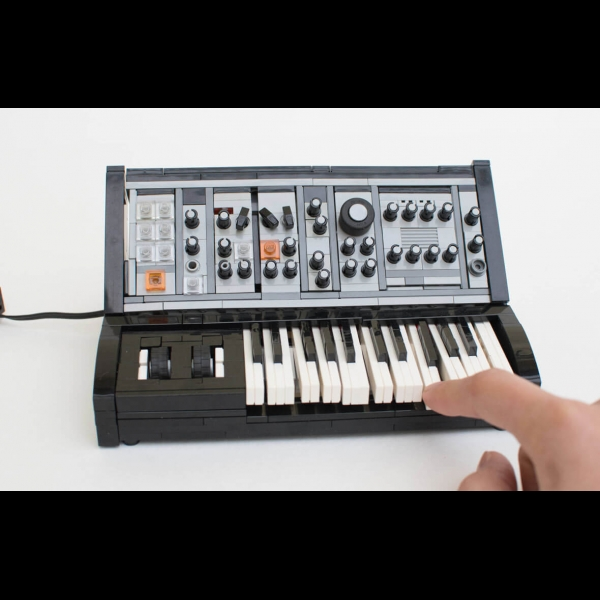 Complete LEGO Model of the Moog Sub Phatty – ADSR